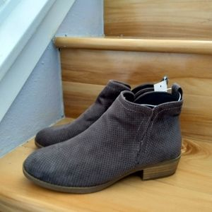 Universal Thread grey ankle boots size 6